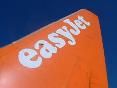 easyJet_737_700_tail_logo_by_tomcollins.jpg